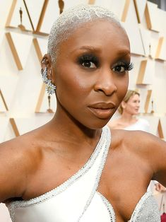 13 Must-See Beauty Looks From the 2020 Oscars Red Carpet — Cynthia Erivo Modern Updo, Matte Red Lips, Cynthia Erivo, Subtle Ombre, Bold Brows, Platinum Hair, Nude Lip, Celebrity Beauty, Old Hollywood Glamour