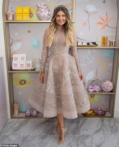 Melbourne Cup Rebecca Harding and Elle Ferguson in near-identical Paolo Sebastian gowns Hijab Evening Dress, Hijab Dress Party, Evening Gowns, Event Dresses, Bridal Dresses, Prom Dresses, Romantic Dresses, Dress Prom, Stunning Dresses