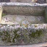 Concrete decorations for the yard, especially birdbaths, are heavy and immobile due to the weight. A hypertufa birdbath looks like concrete but is more lightweight and easier to manage. Use any container as a mold for a birdbath. Look around, find a design that is preferable, and make a hypertufa birdbath.