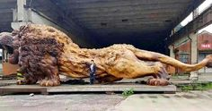 Giant Lion Sculpture Carved from Single Tree Trunk Took 20 People and 3 Years to Complete :http://www.wwideas.com/2017/05/giant-lion-sculpture-carved-from-single-tree-trunk-took-20-people-and-3-years-to-complete/