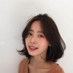 모즈펌 Korean Short Hair Bob, Korean Medium Hair, Medium Hair Styles, Short Hair Styles, Lob Hairstyle, Cute Hairstyles For Short Hair, Short Hair Cuts, Middle Hair, Mid Length Hair