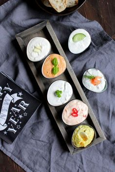 Die kalten Saucen si… Hello everyone ❤️ Dips are a must at any party. The cold sauces are quick to make and make from raw food, chips and crackers delicious parysnacks and are also meat, especially … Party Dips, Party Snacks, How To Make Fondue, Pesto Dip, Barbecue Sauce Recipes, Cream Recipes, Raw Food Recipes, Finger Foods, Fresh Rolls