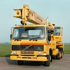 VOLVO F7 truck crane