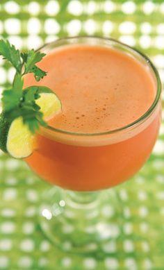 Piel bella:  Jugo de naranja, piña, papaya, melón, limón y sandia. Licuar y servir sin colar.