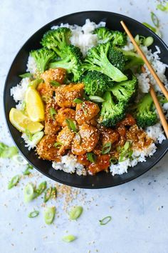 Honey Lemon Chicken and Broccoli Bowls - A takeout favorite that is sure to be a hit with the entire family! Plus, that lemon glaze is TO. DIE. FOR.