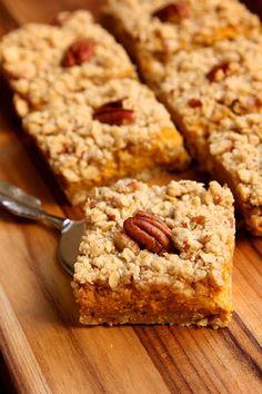 creamy pumpkin pie bars Köstliche Desserts, Delicious Desserts, Dessert Recipes, Yummy Food, Pie Recipes, Best Thanksgiving Recipes, Fall Recipes, Sweet Recipes, Pumpkin Pie Bars