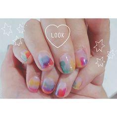 #キャンドゥ の#リキュールネイル で水彩画風ネイル . 一度塗りでも発色きれいで、むらむらデザインだと一度塗りで済むからすぐ乾く✨ リキュールネイル可愛くて選べなくて、今出てるのは全色買ってしまいました . #100均ネイル#プチプラネイル#キャンドゥネイル #水彩画風ネイル #セルフネイル #プチプラ#ootd #ネイル好き#おしゃれ好きな人と繋がりたい