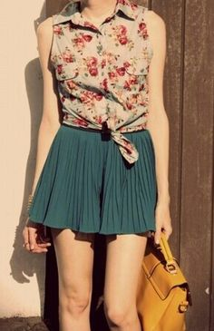 Sleeveless floral top with mini pleated skirt
