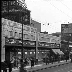 1940s - VERY MANY PHOTOS HERE - CLICK TWICE - See band of selections at bottom of screen. 4th St between Liberty and Broadway.