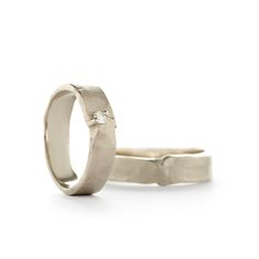 Beautiful wedding bands with a special detail that looks like a knot with a matt finish | Trouwringen Wim Meeussen