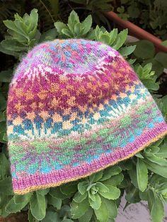 Ravelry: Islamic Geometry Beanie pattern by Julie Linsenmeyer Fair Isle Knitting, Loom Knitting, Knitting Patterns Free, Free Knitting, Baby Knitting, Hat Patterns, Free Pattern, Wooly Hats, Knitted Hats