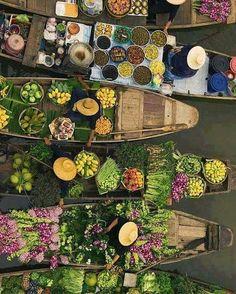 Floating market in Indonesia . . #beautifuldestinations #exotic #indonesia #bali #floatingmarket #travelphotography