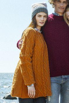 Free knitting pattern- Neulottu palmikkotunika pattern by Saara Toikka Cable Sweater, Cable Knit, Knit Sweaters, Free Knitting, Knitting Patterns, Knit Picks, Warm Outfits, Pullover, Free Pattern