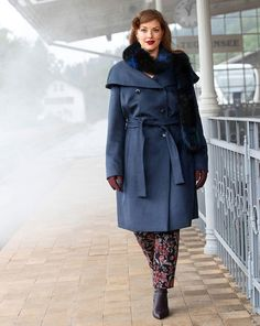 An elegant coat that is also warm. This double breasted style includes a tying belt and gets a classic nod with the fine wool fabric. Plus Size Sewing Patterns, Burda Patterns, Coat Patterns, Style Magazin, Wool Fabric, Couture, Belt Tying, Sewing Clothes, Retro