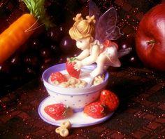 My Little Kitchen Fairies Cereal Fairie - http://cutefigurines.net/my-little-kitchen-fairies/my-little-kitchen-fairies-cereal-fairie/