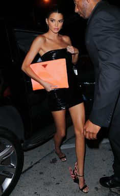 Kendall Jenner in Bec Bridge and Prada. Kendall Jenner in Bec Bridge and Prada. Kylie Jenner Outfits, Kylie Jenner Vestidos, Look Kylie Jenner, Kendall Jenner Style, Kendall Jenner Fashion, Kendall Jenner Bikini, Kendall Jenner Makeup, Kylie Jenner Orange Dress, Kendall Jenner Clothes