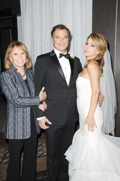 12 General Hospital Couples Fans Don't Want To See Get Back Together – Hospital Games, Hospital Tv Shows, General Hospital, Soap Opera Stars, Soap Stars, Black Tv Series, Wedding Vows, Wedding Dresses, Luke And Laura