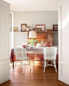 """""""¡Hora de comer! No os perdáis el resto de este piso en El Mueble de febrero.  Fotografía: @oromipepa Estilismo: @gabrielacondeankli Es un proyecto de…"""""""