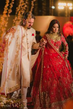 Asian Bridal Dresses, Indian Bridal Outfits, Bridal Lehenga Online, Indian Bridal Lehenga, Rajasthani Dress, Rajasthani Bride, Bride Reception Dresses, Bengali Bridal Makeup, Indian Wedding Bride