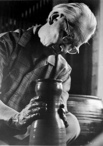 National Living Treasure of Japan as a potter, KANESHIGE Toyo  金重陶陽(1896~1967) at work.
