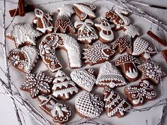 Konečne som našla TEN recept, ten naj naj na medovníky! Sú úžasné, mäkkučké ihneď po upečení aj po dvoch týždňoch Sugar, Cookies, Presne Tak, Handmade, Food, Anna, Gingerbread, Biscuits, Hand Made