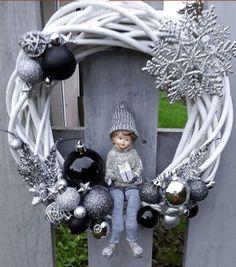 Christmas Wreaths For Windows, Christmas Art, All Things Christmas, Christmas Decorations, Holiday Decor, Christmas Tree Inspiration, Diy Weihnachten, Tis The Season, Holidays And Events
