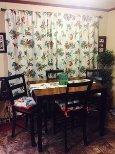 Pioneer Woman Table Cloths Made Into Curtains Deborahjunaluskacottage Vacationrental Decor