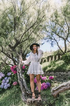 Around Biarritz (Collage Vintage) Outfits With Hats, White Outfits, Collage Vintage, Street Style Summer, Boho Skirts, Denim Outfit, Gypsy Style, Vintage Fashion, Short Sleeve Dresses