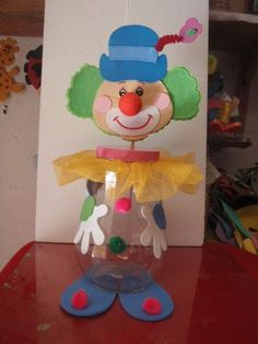 This page has a lot of free Clown craft idea for kids,parents and preschool teachers. Kids Crafts, Clown Crafts, Circus Crafts, Carnival Crafts, Foam Crafts, Diy And Crafts, Camera Crafts, Clown Party, Plastic Bottle Crafts