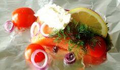 Zalm BBQ ook wel zalm pakketje genoemd, is een heerlijk vis gerecht en een goede barbecue variatie. Deze manier van bereiden wordt 'en papillotte' genoemd en dat betekend 'in een papiertje'. Het papiertje is in dit geval aluminium folie.
