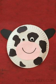 13 Adorable Farm Crafts For Kids Are you teaching a unit about life on the farm or hosting a farm themed birthday party for your little one? Then check out these 13 Adorable Farm Crafts for Kids ideal for preschool - early elementary age kids. Daycare Crafts, Classroom Crafts, Toddler Crafts, Farm Theme Classroom, Preschool Crafts, Kids Crafts, Crafts To Do, Summer Crafts, Farm Animals Preschool
