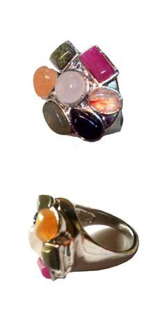 Anillo  piedras de colores, un complemento básico e imprescindible. http://Alltrendy.es