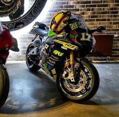 Yamaha R1 and Ducati 1299 Panigale