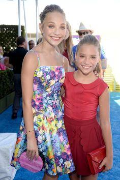 Pin for Later: Le Soleil — et les Stars — Étaient de Sortie Pour les Teen Choice Awards! Maddie et Mackenzie Ziegler