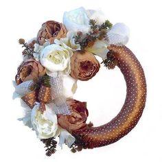 Elegáns tavaszi ajtódísz Grapevine Wreath, Grape Vines, Wreaths, Home Decor, Decoration Home, Door Wreaths, Room Decor, Vineyard Vines, Deco Mesh Wreaths