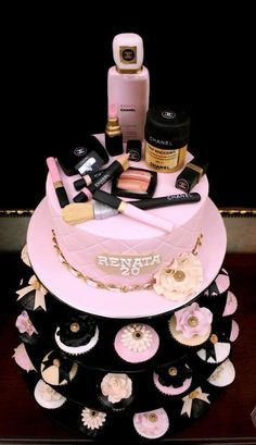 Make Up Cake & Cupcakes ❤ Gorgeous Cakes, Pretty Cakes, Cute Cakes, Amazing Cakes, Bolo Chanel, Chanel Cake, Chanel Party, Girly Cakes, Fancy Cakes