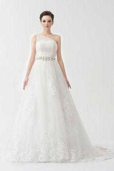 Robe mariée blanche empire à seule épaule ruchée ornée de bijoux. Cliquez pour l'acheter : http://www.persun.fr/robe-mariee-blanche-empire-a-seule-epaule-ruchee-ornee-de-bijoux-p-6796.html