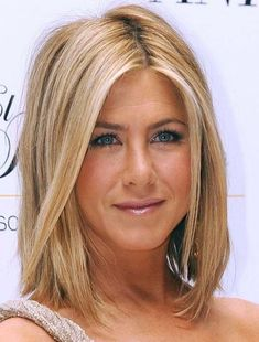 Jennifer Aniston medium bob with blonde highlights by melanie