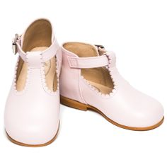 Pink shoes for girls http://www.menthe-et-grenadine.co.uk/clementine