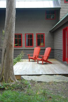 best deck paint grass red chairs windows dark walls rustic deck of The Best Deck Paint Ideas to Consider Applying at Your Residence Cabin Exterior Colors, Exterior Color Schemes, Exterior Paint Colors For House, Cottage Exterior, Outdoor Paint Colors, Red Paint Colors, Rustic Deck, Red Windows, Dark House