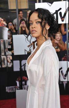 Wedding Hairstyles For Black Women Updo Eyes 27+ Ideas For 2019 Mode Rihanna, Rihanna Style, Rihanna Fenty, Rihanna Hairstyles, Black Women Hairstyles, Black Wedding Hairstyles, Bridesmaid Hairstyles, Bride Hairstyles, Curly Bun Hairstyles