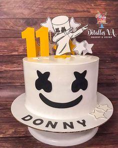 Dj Cake, Cupcake Cakes, Cupcakes, 9th Birthday, Birthday Parties, Birthday Cake, Marshmello Dj, Bakery Decor, Cake In A Can