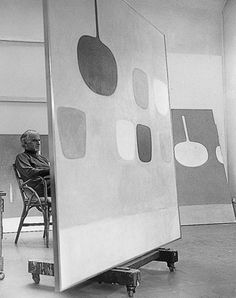 William Scott in his studio. Painters Studio, Still Life Artists, Expositions, Painted Pots, Italian Artist, Abstract Art, Abstract Paintings, Beautiful Paintings, Art Studios