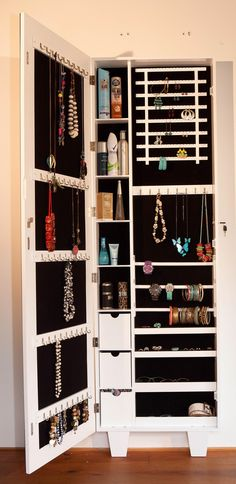 Organization diy bedroom closet organisation Ideas for 2019 Closet Organisation, Diy Organization, Jewelry Closet, Jewellery Storage, Wand Organizer, Dressing Table Design, Jewelry Cabinet, Closet Bedroom, Master Closet