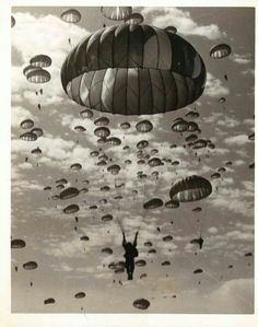 Paratrooper days, when men were men, not Snowflakes! Airborne Army, Airborne Ranger, 82nd Airborne Division, Army Mom, Army Life, Military Police, Military Art, Airborne Tattoos, Parachute Regiment