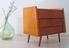 Top 3 #woonspullen op zondag | Prachtig door zijn unieke #design! Deze #vintage #ladenkast staat op nummer 2!