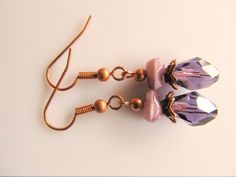 Oorbellen Copper Different Purple glaskraal kristal paars facet en glaskraal met aparte vorm paars. geheel koper.