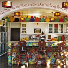 Diane Keatons kitchen, found in her 1920s Spanish Colonial Revival home, provides a playful lesson in mixing bright colors and patterns.