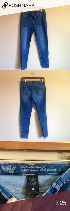 Mossimo Mid Rise Skinny Jeans Great condition ✨ measurements in inches, 15 waist, 8 rise, 37 length, 28 inseam, 5 leg opening Mossimo Supply Co Jeans Skinny