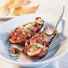 Een heerlijk recept: Aubergine gevuld met gehakt en champignons Baked Potato, Shrimp, Bbq, Potatoes, Chicken, Baking, Ethnic Recipes, Food, Eggplants